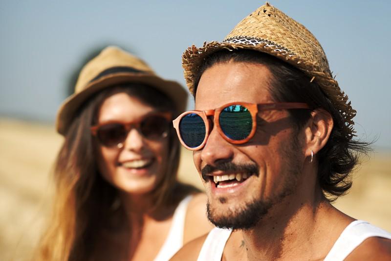 occhiali da sole legno